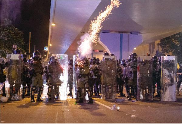 沒有領袖的雲組織 全城覺醒「兵變」抗議香港警黑設局