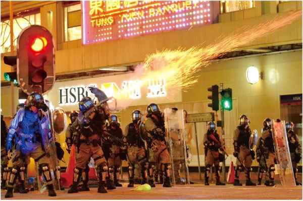 8.11香江如戰地 港警射爆眼球引怒火