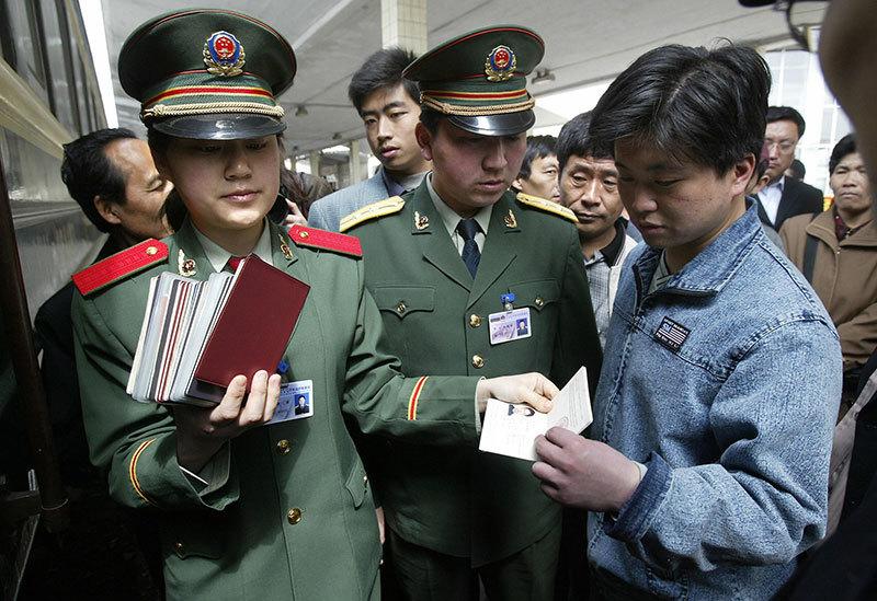 >中共權貴末日大逃亡 北京收繳護照範圍擴大至村官