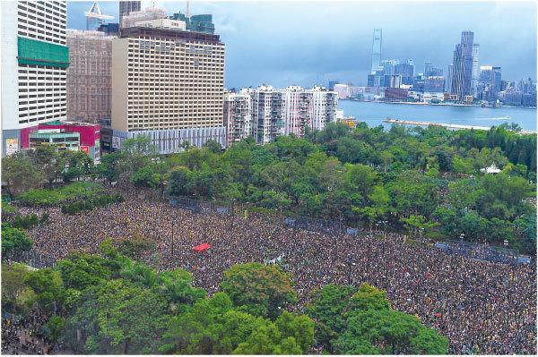 8.18不懼風雨 170萬港人維園流水式集會再創歷史
