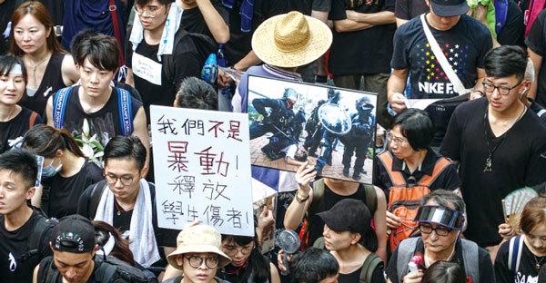 官媒灌輸謊言編造香港假新聞假圖片