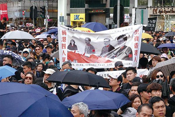 >香港保安局長李家超硬上弓被稱為災難