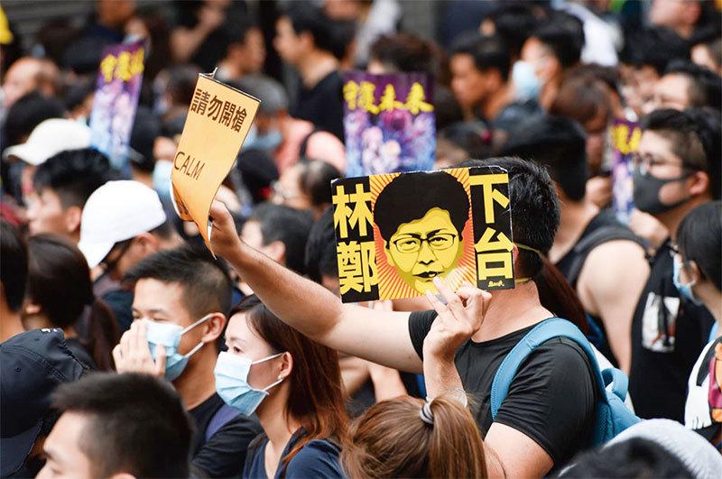 北京束縛林鄭 王滬寧密令黨媒記者赴港充當特工