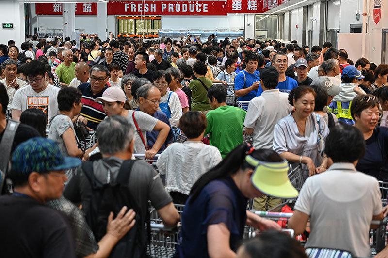 >退卡潮緊跟搶購潮 上海居民在Costco上演中國特色