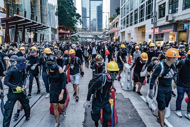 為消失的自由而戰 香港市民對勇武派的理解