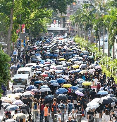 >港府禁止蒙面 香港進入準戰爭狀態