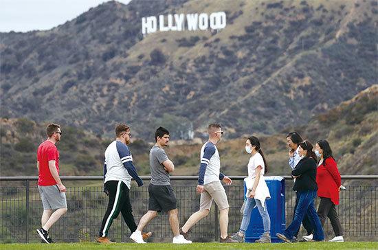 疫情重創好萊塢 半月內11位名人去世