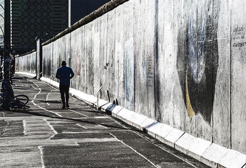 >若為自由故:肉身翻牆的故事