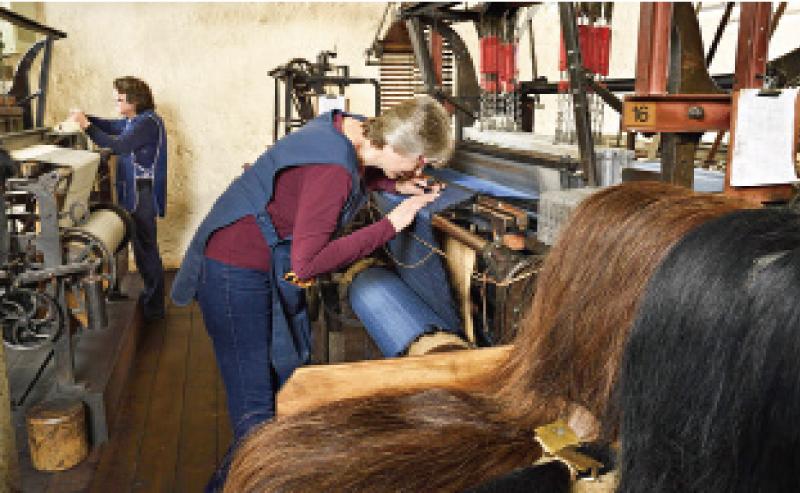 >英國古老紡織業編出現代復古布料 世界僅存的馬毛編織工藝