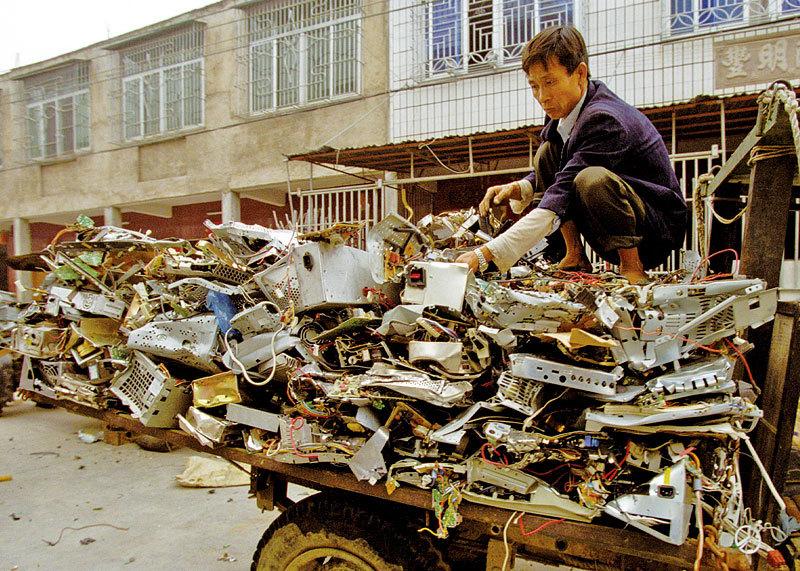 中國停止進口「洋垃圾」 內幕震驚國人