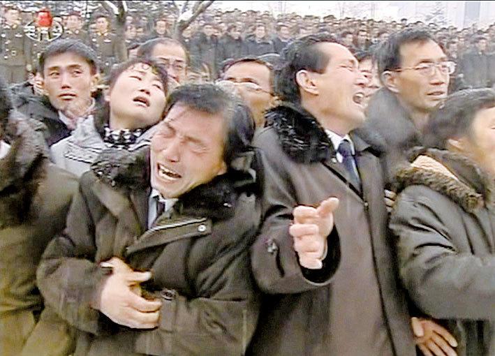 為何北韓人見到金正恩會「哭天喊地」?