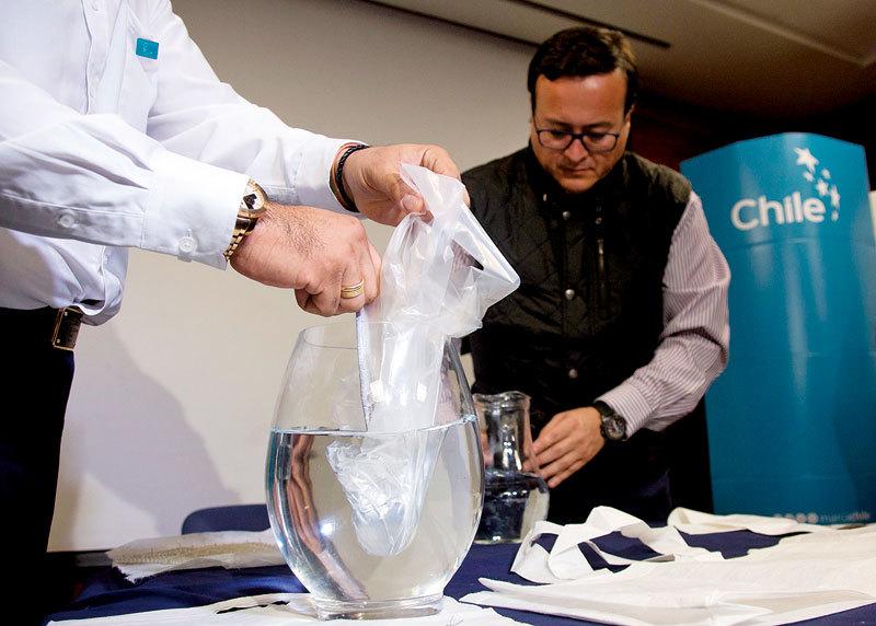 塑料代用品新發明 被水分解後可飲用