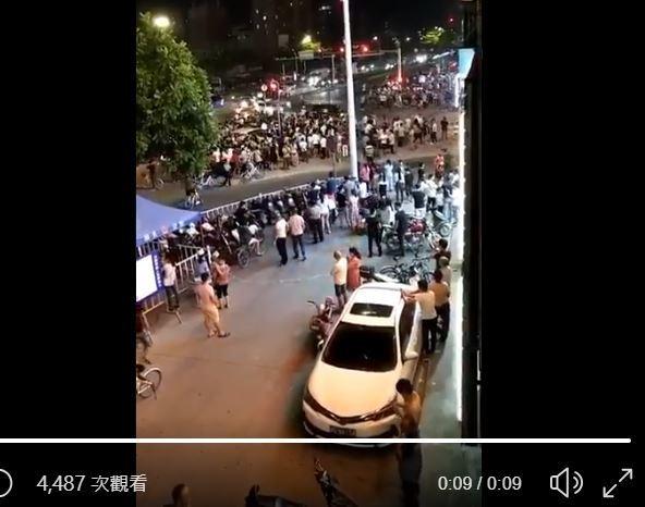 汕頭交警查摩托車引發暴動