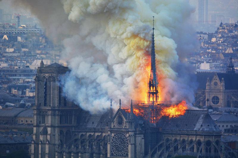 巴黎聖母院 等待浴火重生