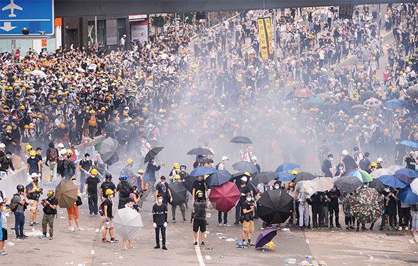 【現場篇】 6.12反送中請願 萬人請願被定性為暴動 港警開槍加重民怨